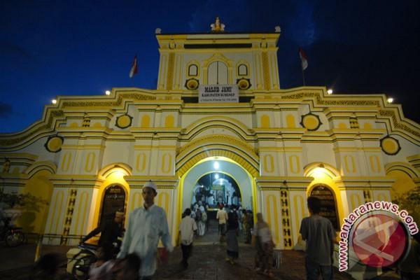 Masjid Agung Al-Baitul Qadim simbol pemersatu
