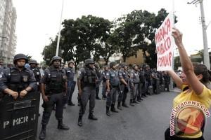 Polisi dan pegunjuk rasa berseteru dekat Rio Maracana