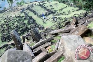 Penelitian dan pemugaran Gunung Padang berbarengan
