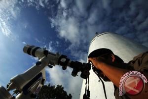 Kontras cahaya ganjal pengamatan hilal di Indonesia