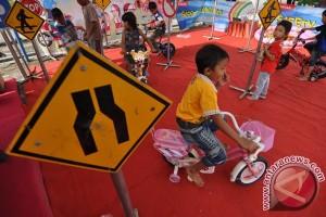 Arena bermain anak jadi objek liburan warga
