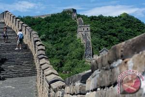 """""""Medali"""" untuk sang Pemanjat Tembok Besar di Tiongkok"""