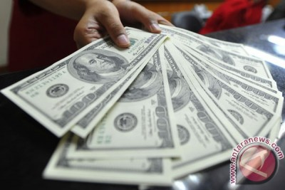 Dolar menguat terhadap euro dan pound, tidak terhadap yen