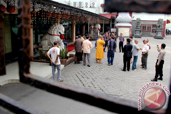 Ruhut Sitompul kunjungi Vihara Ekayana