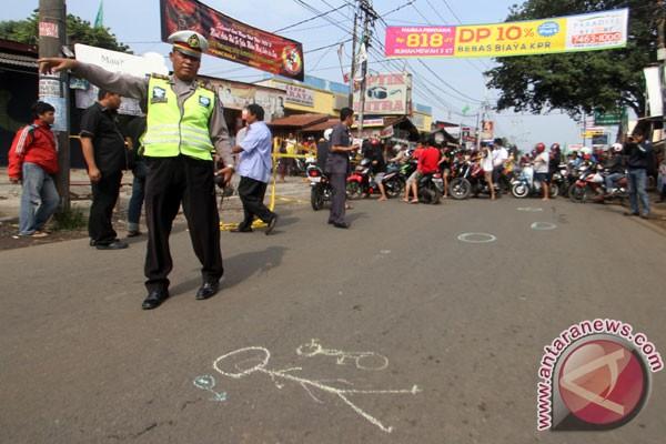Beberapa waktu lalu juga seorang anggota polisi ditembak di Jalan