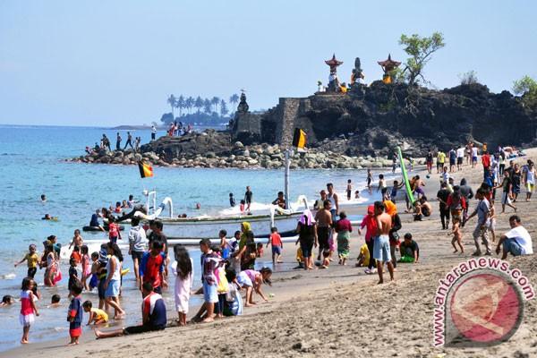 """Warga Prancis tertarik """"Lebaran Topat"""" di Lombok"""