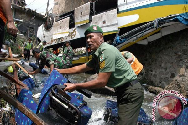 18 tewas dalam kecelakaan  bus Giri Indah di Puncak Bogor