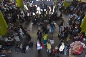 88.598 pemudik berangkat dari Stasiun Gambir