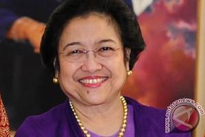 Megawati sapa kawan sekampusnya dulu aktivis Iwan Abdulrachman