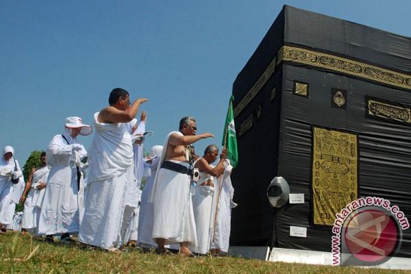 haji, latihan tata cara menunaikan ibadah haji di Tanah Suci.(FOTO