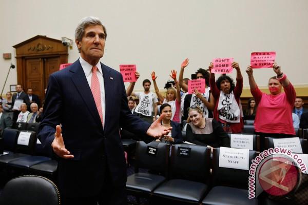 Ratusan warga Amerika menolak ide menyerang Suriah