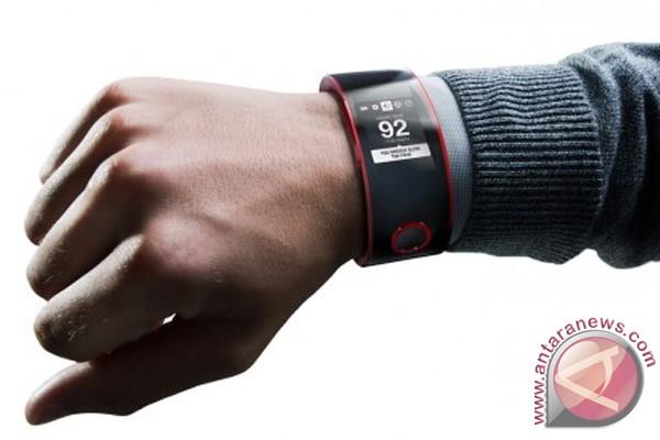 Nissan juga buat smartwatch untuk pengemudi