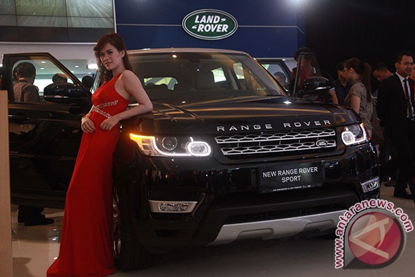 harga land rover sport 3 0 autobiography with Range Rover Termahal Di Iims 2013 Rp43 M on 4485954 further Harga Land Rover likewise Range Rover Sport Indonesia in addition Land Rover Bensin Jakarta Selatan together with Range Rover Vogue Dan Autobigraphy.