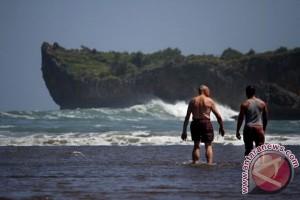 SAR Gunung Kidul imbau wisatawan waspadai serangan ubur-ubur