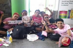 SONE dari seluruh Indonesia tiba sejak pagi