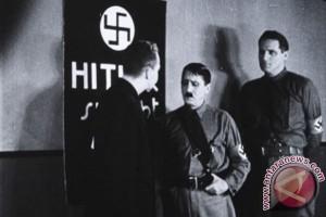 Turis China diciduk usai acungkan tangan gaya Hitler di Jerman