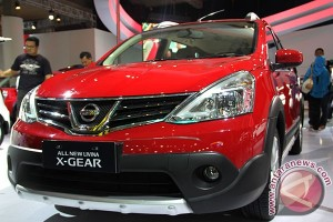 Grand Livina masih jadi favorit di booth Nissan