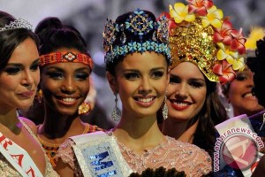 Miss World Megan Young diterima hangat di DPR Filipina