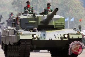 Warga Solo sambut antusias kedatangan Tank Leopard