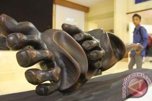 Suvenir patung kayu Indonesia diminati di Sochi