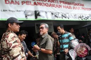 Menduduki Kantor LBH Yogyakarta