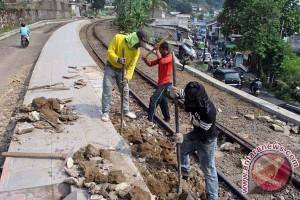 Menhub periksa jalur kereta yang akan dilalui Presiden