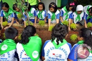 Mahasiswa baru UNS wajib tanam lima pohon