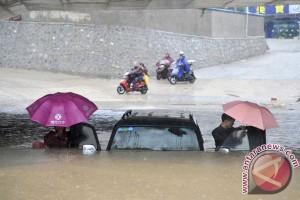 PMI kirim truk tangki dan mobil amfibi bantu Filipina