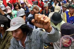 Tuntut Pembebasan Petani