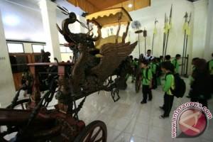 Libur Lebaran Keraton Kasepuhan Cirebon ramai pengunjung
