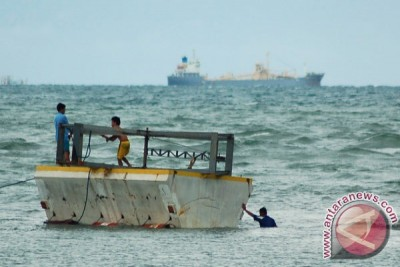 Lulusan SMK Zamrisyaf ubah gelombang laut menjadi listrik