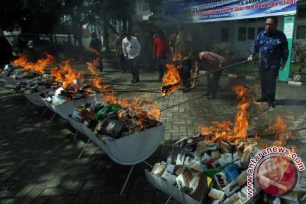 pemusnahan obat dan makanan foto antara news