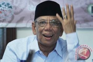 Hasyim Muzadi tegaskan belum saatnya PPP beroposisi