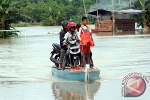 BPBD Bojonegoro bagikan 2.000 karung untuk tanggul