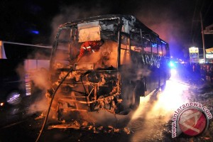 Bus Dibakar Massa