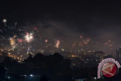 Pesta kembang api dan konvoi warnai Natal di Ambon