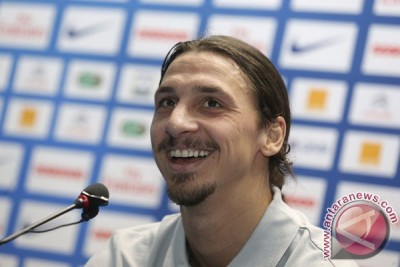 Ibrahimovic  ogah komentar rumor niat ke Setan Merah