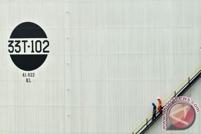 Harga minyak terus menurun karena persediaan berlimpah