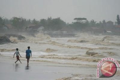 Belasan kapal nelayan Bengkulu rusak dihantam gelombang