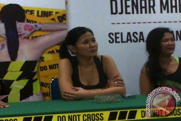 Djenar Maesa Ayu dalam konferensi pers peluncuran buku kumpulan cerpen