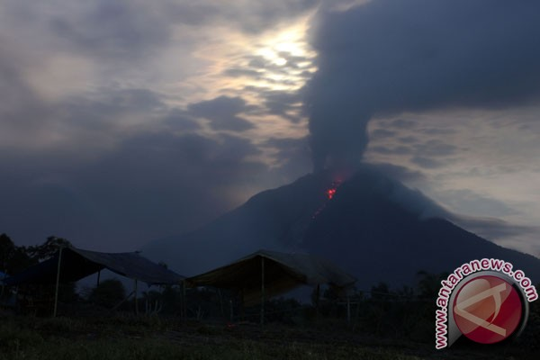 President to spend Thursday night in Sinabung evacuee camp