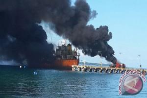 Kapal Tengker Minyak Terbakar