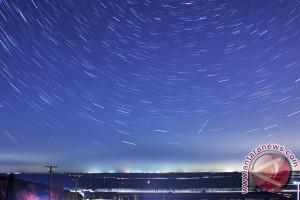 Nyala meteor terangi langit malam New England