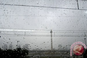 Waspada hujan seputar Jakarta hari in