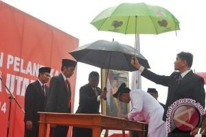 Jokowi inspeksi pintu air Jembatan Merah