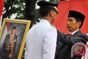 Jokowi lantik Walikota Jakarta Utara di Waduk Cincin