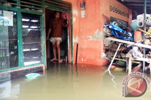 Banjir rendam puluhan rumah warga Karawang
