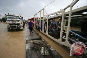 BPBD: jalur Pantura masih belum bisa dilalui kendaraan
