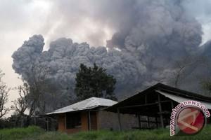 AP II bantu pengungsi korban erupsi Sinabung