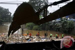 Korban banjir Bekasi terserang diare dan gatal-gatal